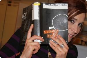 Isa na Biblioteca cunha das súas recomendacións, A conxura dos necios de John Kennedy Toole