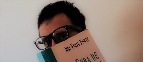 Samuel, recentemente galardoado co premio á mellor tradución na Gala do Libro 2020 pola súa versión en galego do 'Frankenstein de Mary Shelley, participa na campaña para #DesconfinarALingua co obra de Roi Vidal Ponte, unha biografía editada en Positivas sobre o dramaturgo Vidal Bolaño.